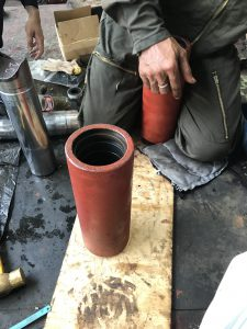 Hatch cover hydraulic jack up overhauling